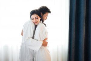 【耳舐め特集】やり方・タイミング・注意点・体験談・やりたがる男女の心理・嫌な時の伝え方