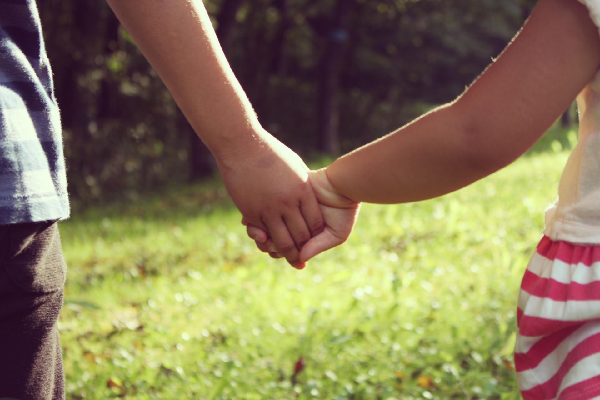 手の繋ぎ方でわかる男性心理