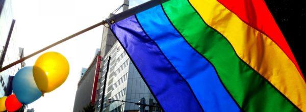 LGBTの象徴レインボーフラッグって何? 意味や色の組み合わせを解説