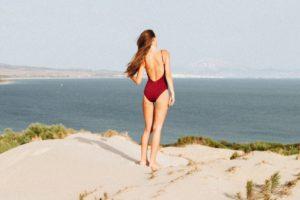 男性は好きな女性のココを見ている! プールや海でのチェックリスト5