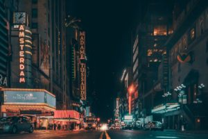 悪者扱いされた夜の街…「多様性がある大切な場所」を忘れたくない
