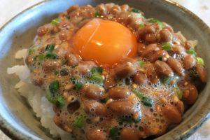【専門家監修】「納豆卵かけご飯」がトレンド入り! 食べ方次第で美容にも良い