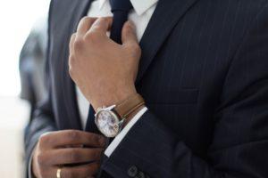 【男性向け】女性が男性のネクタイを締める姿にきゅん…とする心理