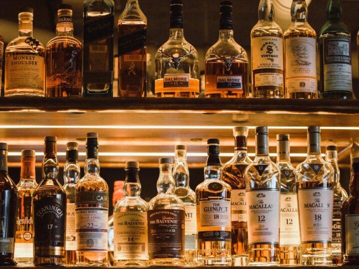 お酒の力を借りて…♡関係性が進展するオトナなウィスキーの飲み方