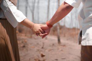 友情結婚相談所「カラーズ」とは? 口コミや友情結婚が成立する男女・考えたいこと