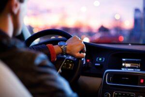 車で流れている音楽で彼の性格・本性を簡単診断テスト